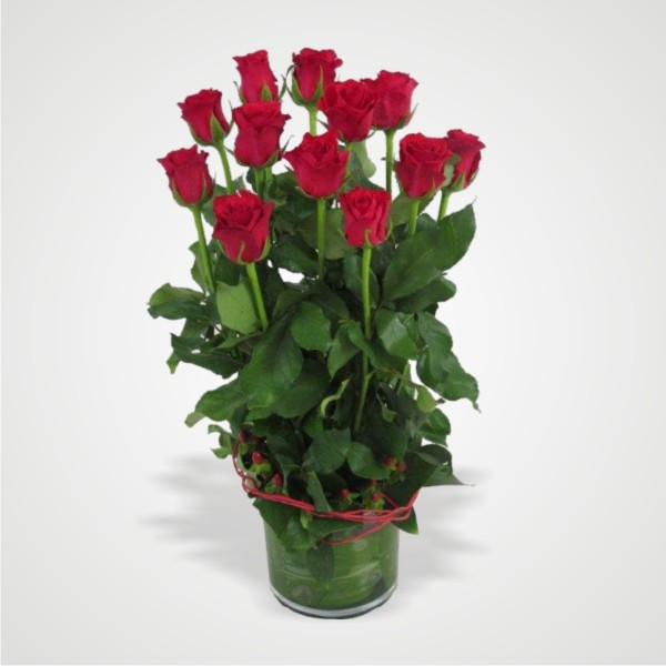 12-red-roses-in-a-vase